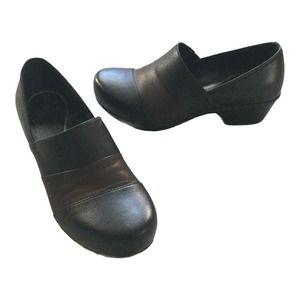 Dansko Shoes size 7.5 M W Leather Clogs